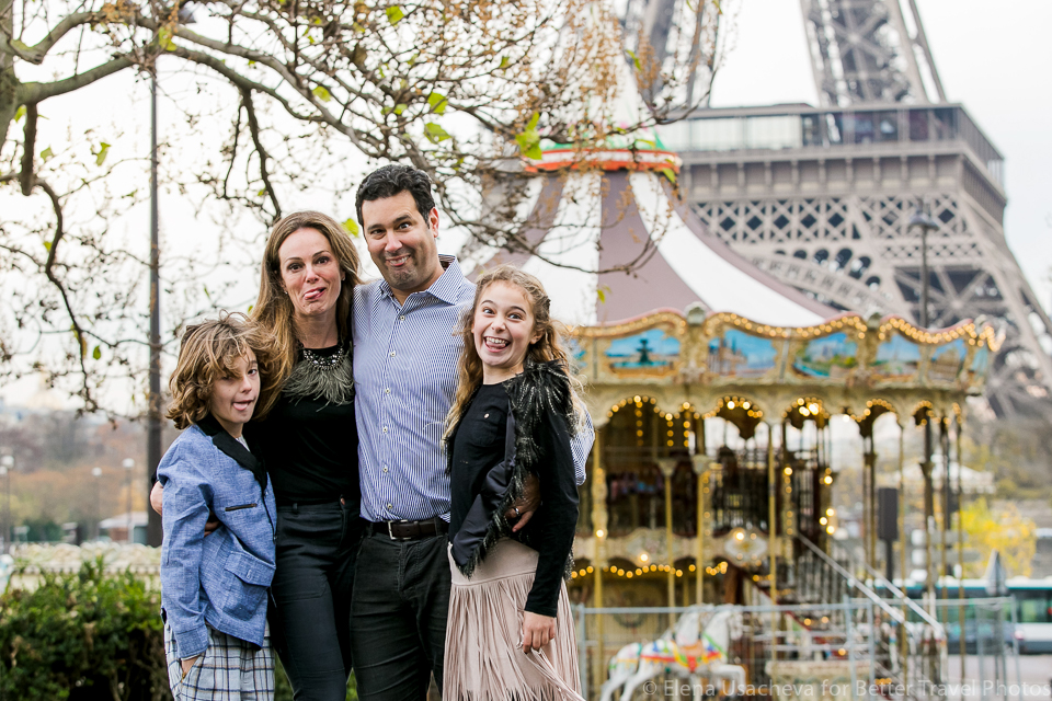 Family portrait session in Paris 6
